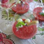 Jordgubbssoppa med melonkulor