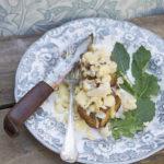 Potatisfondant med ljummen sallad på av selleri-, & rostad blomkål