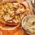 Äppelpaj med brynt smör och mandelkräm